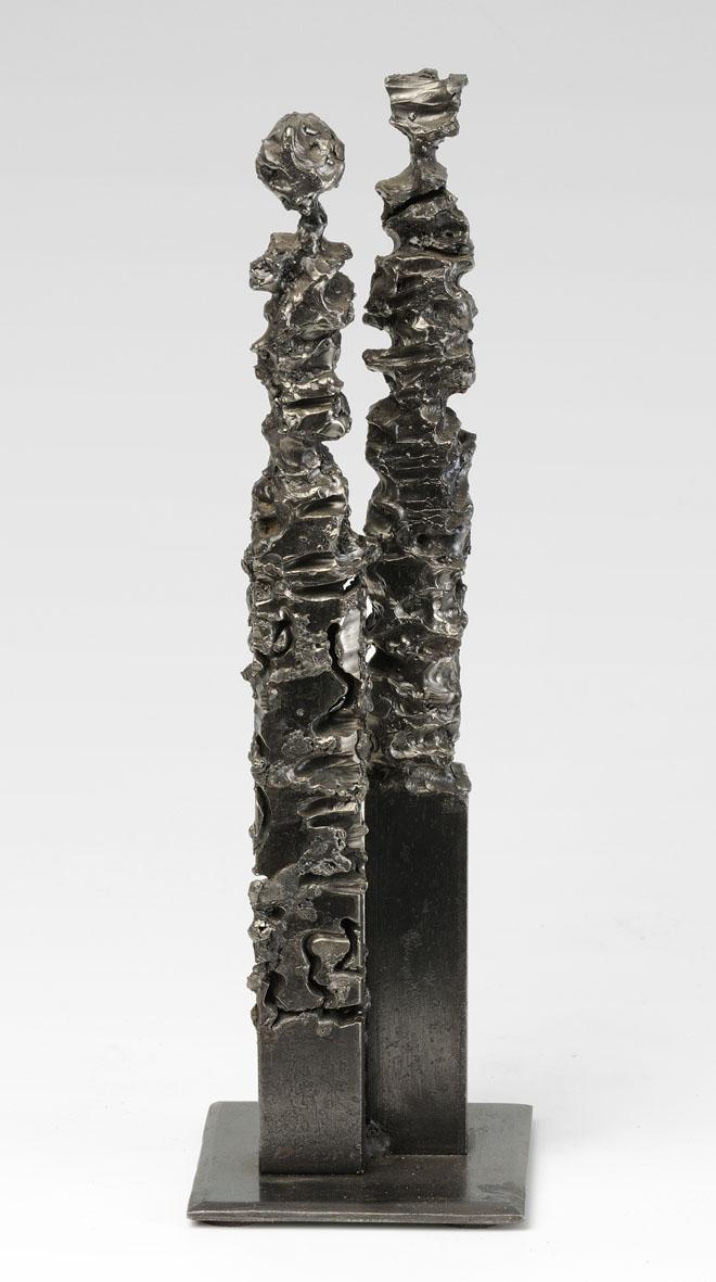 2 colonnes de métal creusées